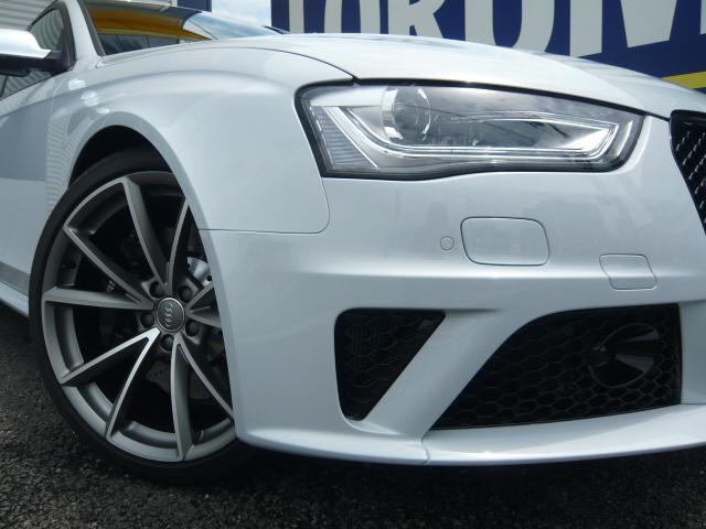 アウディ  RS4