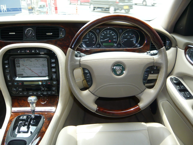 JAGUAR <font size=4 color=red face=Impact>SOLD OUT</font> XJ8